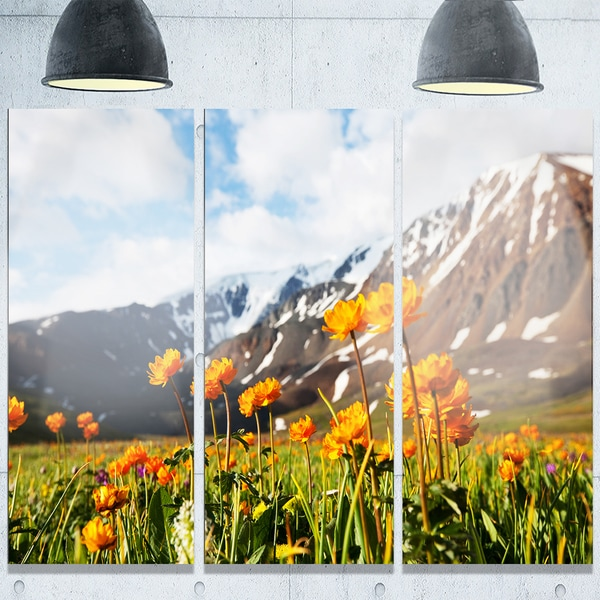 Designart 'Mountain Meadow with Yellow Flowers' Large Flower Metal Wall Art