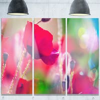 Designart 'Close-Up View of Red Poppy Flowers' Modern Flower Glossy Metal Wall Art