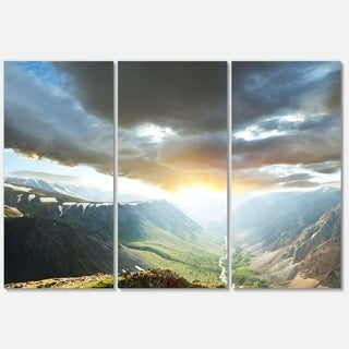 Designart 'Stunning View of Sunset in Mountains' Oversized Landscape Glossy Metal Wall Art