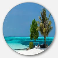 Designart 'Beach with White Sand and Turquoise Water' Modern Seascape Round Wall Art