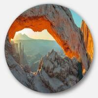 Designart 'Mesa Arch Canyon lands Utah Park' Landscape Circle Wall Art