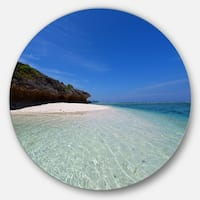 Designart 'Gorgeous Blue Beach during summer' Modern Seascape Disc Metal Artwork