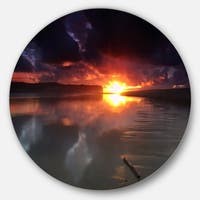 Designart 'Mirrored Sun in Cloudy Dark Seashore' Contemporary Seascape Large Disc Metal Wall art