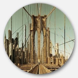 Designart 'Manhattan Bridge in New York Brown' Cityscape Round Metal Wall Art