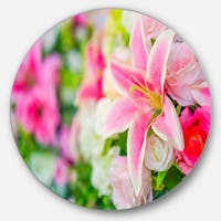 Designart 'Beautiful Lily Flowers in Bouquet' Floral Circle Wall Art