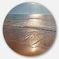 Designart 'Tranquil Seashore with Crystal Waters' Seashore Disc Metal Wall Art