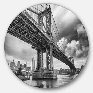 Designart 'Manhattan Bridge in Gray Shade' Cityscape Photo Large Disc Metal Wall art