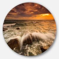 Designart 'Rushing Ocean Waves into Rocks' Seashore Disc Metal Artwork
