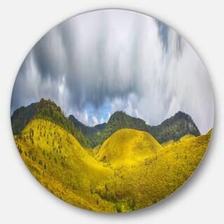 Designart 'The Horton Plains' Landscape Painting Circle Wall Art