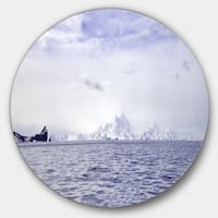 Designart 'Antarctic Sea with Icebergs' Seascape Photo Round Wall Art
