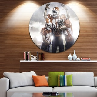 Designart 'American Footballer in Action' Sports Digital Art Disc Metal Artwork