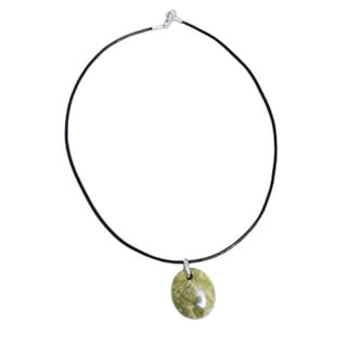Handmade Leather Sterling Silver 'Green Goddess' Serpentine Necklace (Peru)