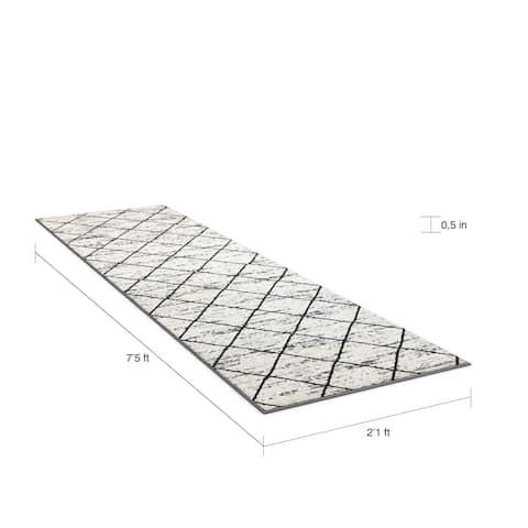 "Porch & Den Berkeley White/ Black/ Grey Olefin Indoor Runner Rug - 2' x 7'5"""