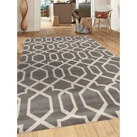 Grey Polypropylene Contemporary Trellis Design Soft Indoor Area Rug (9'x12') - 9' x 12'