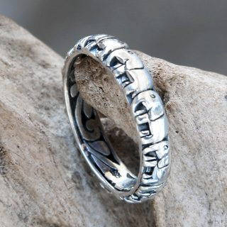 Handcrafted Sterling Silver 'Elephant Trek' Ring (Indonesia)