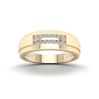De Couer 10k Yellow Gold 1/4 ct TDW Diamond Men's Wedding Band (H-I, I2)