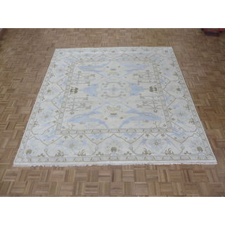 Oriental Oushak Ivory Wool Hand-knotted Rug (8' 11 x 9')