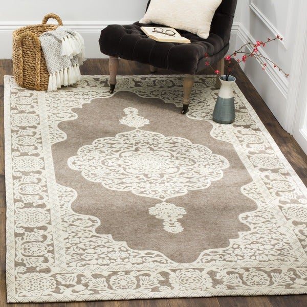 Safavieh Hand-Woven Marbella Flatweave Light Grey / Ivory Chenille Rug - 6' x 6' Square