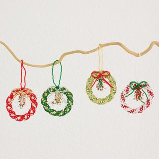 Set of 4 Handmade Glass Bead 'Christmas Wreath' Ornaments (Guatemala)
