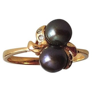 14k Gold and 2 Black Pearls Size 6.5 Ring