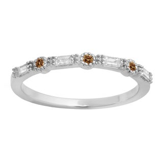Elora 14k Gold 1/4ct TDW Round and Baguette Champagne and White Diamond Millgrain Wedding Band (H-I, I1-I2)