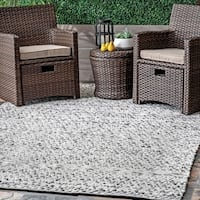nuLOOM Flatweave Chevron Striped Indoor/ Outdoor Patio Silver Rug (4' x 6') - 4' x 6'
