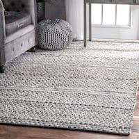 nuLOOM Flatweave Chevron Striped Indoor/ Outdoor Patio Silver Rug - 7'6 x 9'6