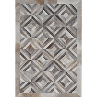 eCarpetGallery Cowhide Patchwork Grey/Ivory Handmade Leather Rug (4'0 x 6'0)
