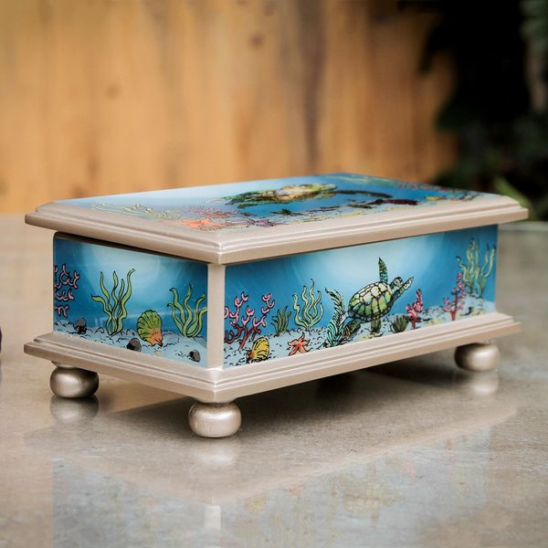 Handcrafted Reverse Painted Glass 'Sea Turtle' Decorative Box (Peru)