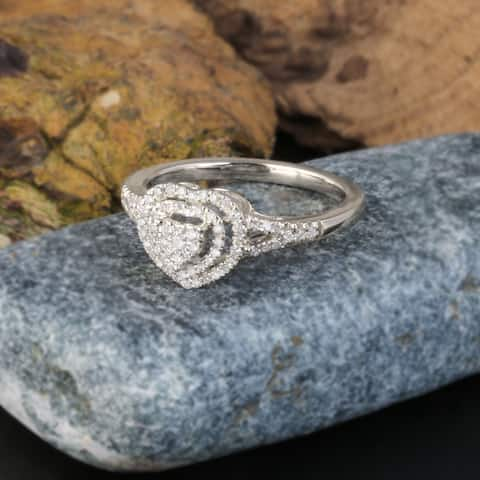 De Couer IGI Certified 1/4ct TDW Diamond Cluster Heart Shape Engagement Ring - White H-I