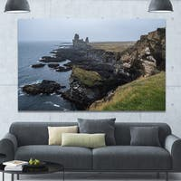 Designart 'Rocky and Scenic Iceland Beach' Landscape Wall Artwork - Multi-color