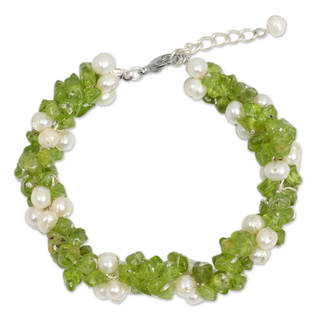 Handmade Cultured Pearl and Peridot Beaded Bracelet, 'Gracious Lady' (Thailand)
