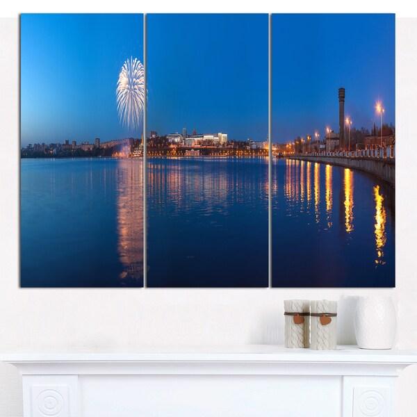 "Designart 'Embankment of City Panorama' Modern Cityscape Wall Art - 36""x28"" 3 Panels - Multi-color"