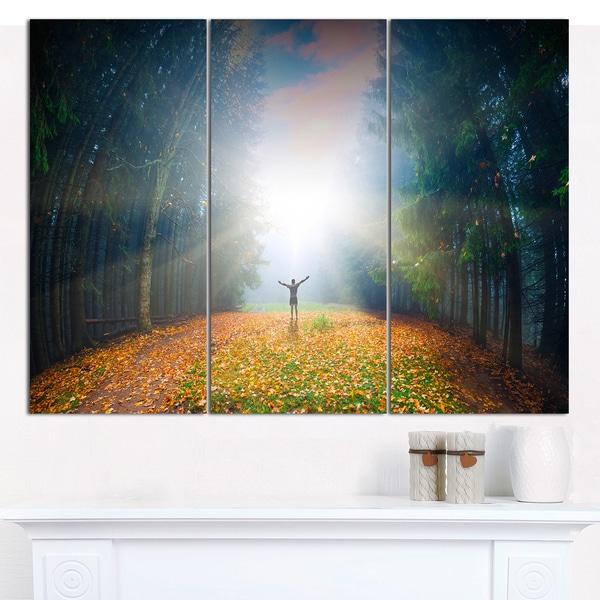 "Designart 'Men and Bright Sunlight Panorama' Multipanel Landscape Canvas Art Print - 36""x28"" 3 Panels - Multi-color"