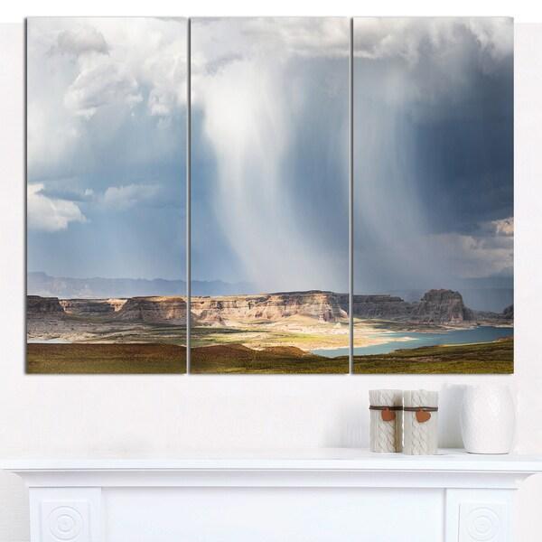 Designart 'Lake Powell under Clouds' Multipanel Landscape Canvas Art Print - 3 Panels 36x28