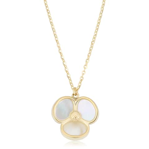 Fremada Italian 14k Yellow Gold and Mother of Pearl Flower Necklace (18 inches)