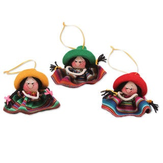 Handmade Set of 3 Ornaments, 'Happy Paisanitas' (Peru)