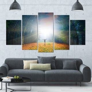 Designart 'Men and Bright Sunlight Panorama' Landscape Wall Artwork on Canvas - 60x32 5 Panels