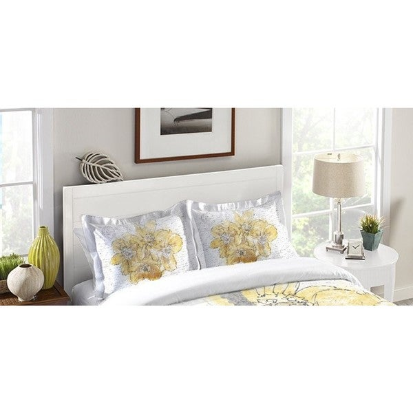 Laural Home Blooming Daffodils in Paris Pillow Sham