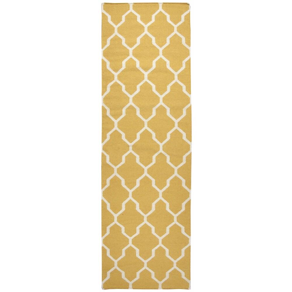 "Hand-woven Swing Yellow/ Gold Wool Trellis Runner Area Rug (2'6 x 8') - 2'6"" x 8'"