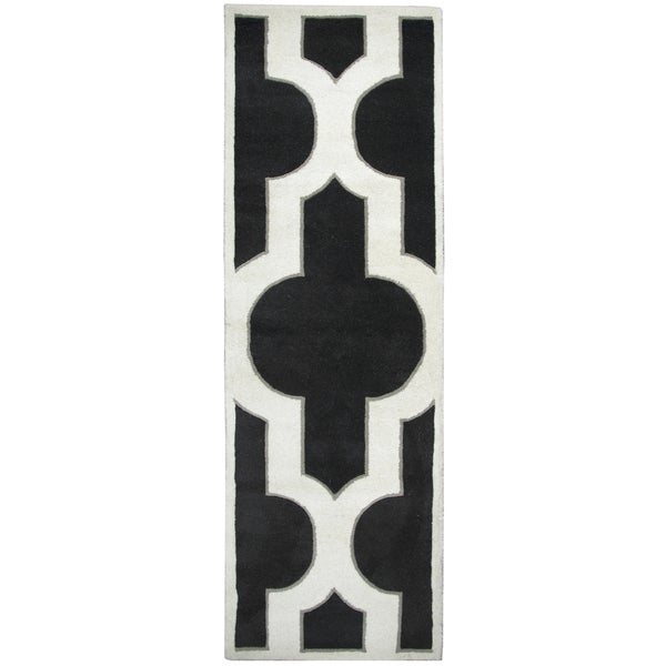 Hand-tufted Volare Black Wool Trellis Runner Area Rug (2'6 x 8')