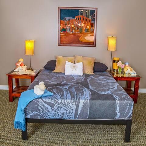 Wolf Picasso 11-inch Latex Hybrid Mattress and Platform Bed Set