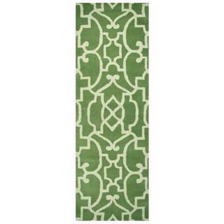 Hand-tufted Bradberry Downs Green Wool Trellis Runner Rug (2'6 x 8')