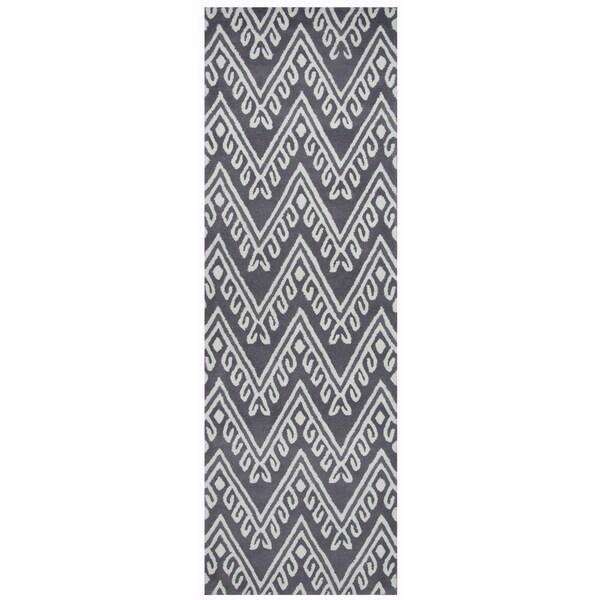 "Hand-Tufted Bradberry Downs grey Wool Chevron Runner Area Rug (2'6"" x 8')"