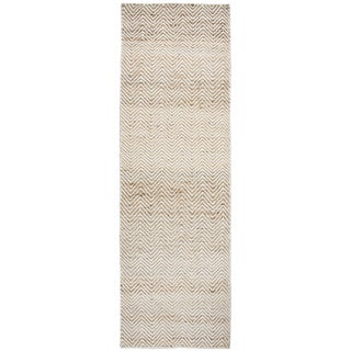 "Hand-Woven Ellington natual Jute/Wool Chevron Runner Area Rug (2'6"" x 8')"
