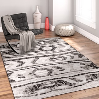 Well Woven Traditional Southwestern Vintage Distressed Area Rug (5'3 x 7'3)