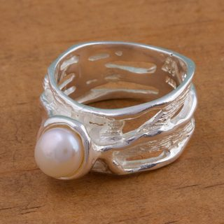 Handmade Sterling Silver 'Aquatic Queen' Cultured Pearl Ring (6.5 mm) (Mexico)