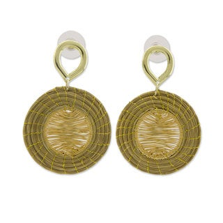 Handmade Gold Accent Golden Grass 'Sunbeams' Earrings (Brazil)