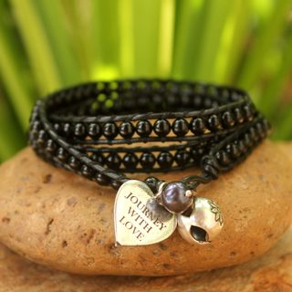 Handmade Silver Leather 'Journey with Love' Pearl Onyx Bracelet (8 mm) (Thailand)