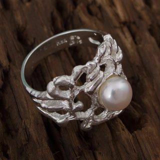 Handmade Sterling Silver 'Glowing Coral' Cultured Pearl Ring (6 mm) (Mexico)